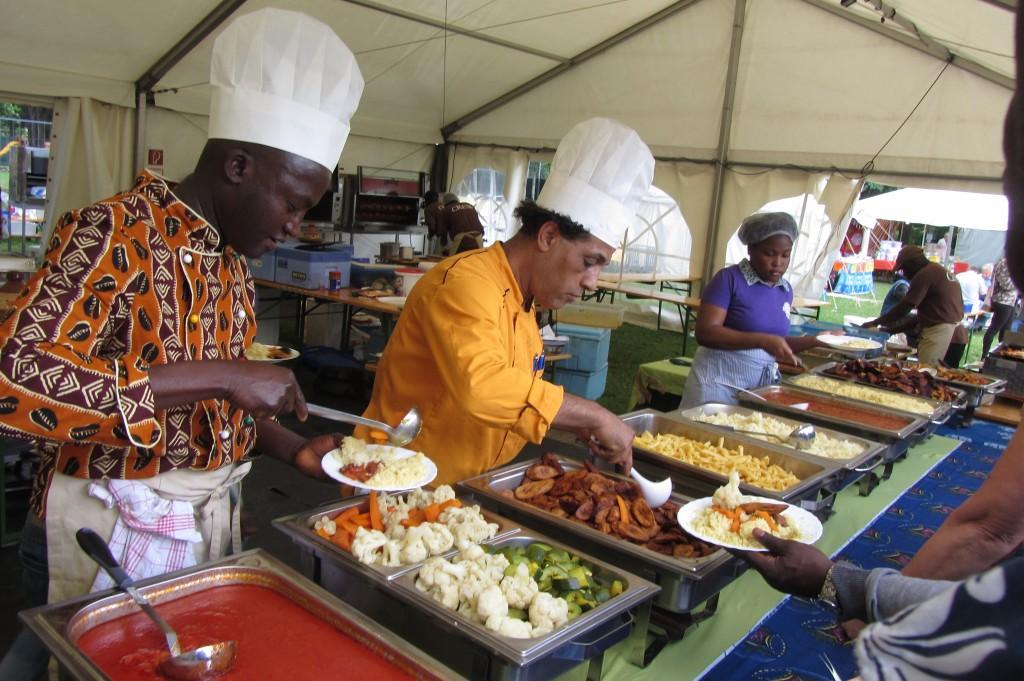 Lecker - aber teuer - das Essen beim CHIALA Afrika Festival 2014