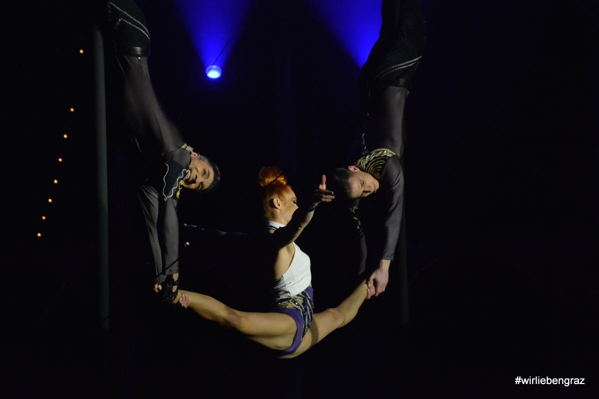 Großartige Artisten im Circus Roncalli