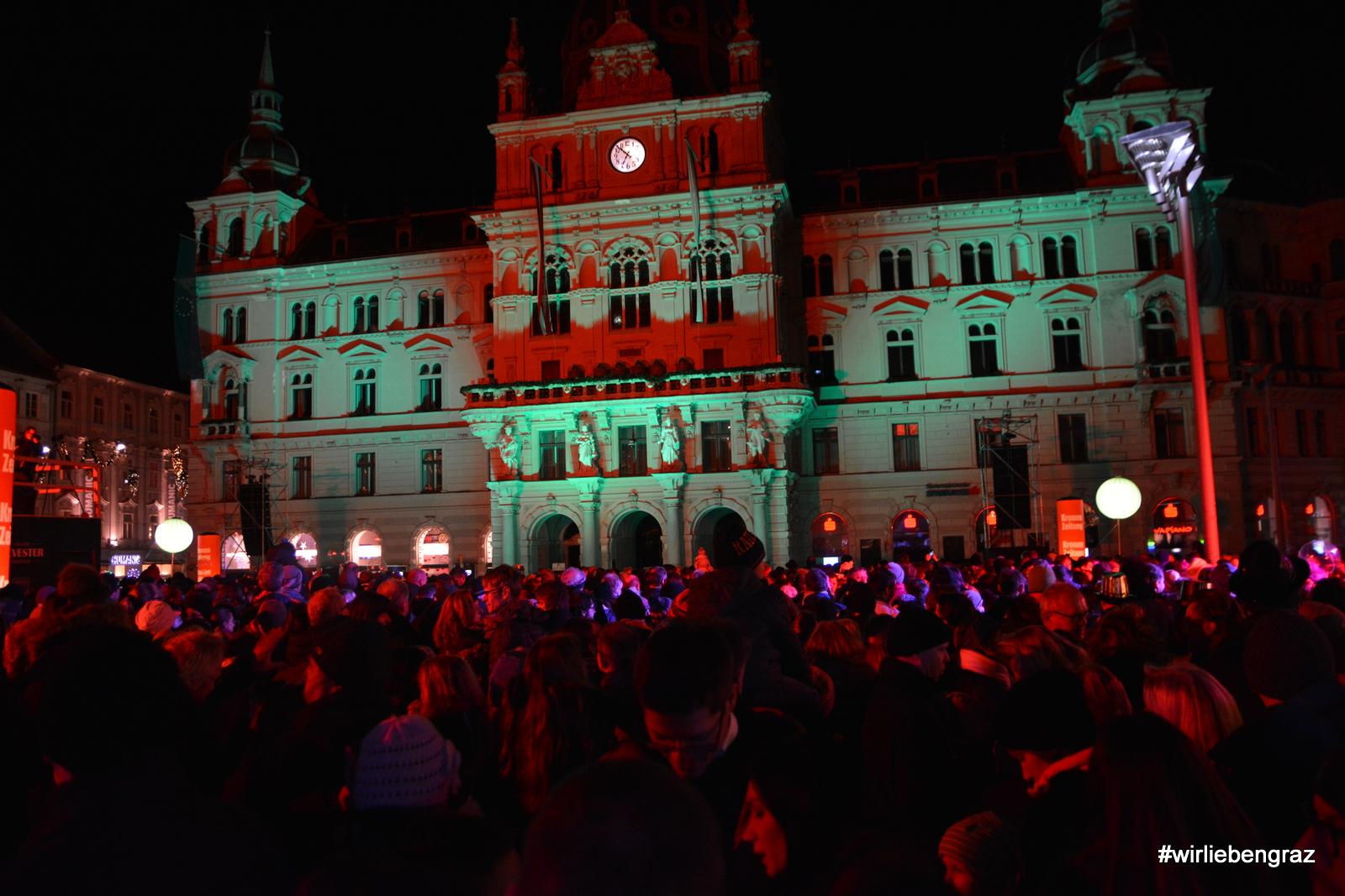 Grazer SIlvester Spektakel - Die Menschen warten auf den Beginn